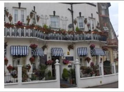 book a break at Blenheim-Hotel-Guest-House-great-Yarmouth-Norfolk