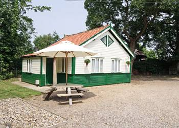 Book Browston-Lodge-Self-Catering-Holiday-lodge-Great-Yarmouth-Norfolk